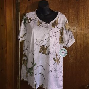 Realtree Tops - Women's top by Realtree 1X!!!